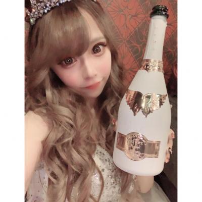 今日の一枚 #MORE  シャンパン #黒崎あや
